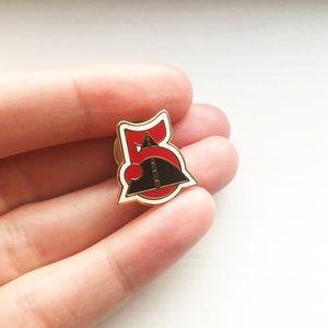 Vintage red enamel 5 running road lapel pin